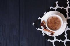 Hemlagad kakao med kanel Royaltyfri Bild