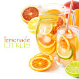 Hemlagad lemonad. royaltyfri bild