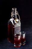 Hemlagad ljus söt rödbrun flytande, (alkoholdrinken) Royaltyfri Fotografi