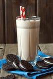 Hemlagad milkshake med kakor fotografering för bildbyråer