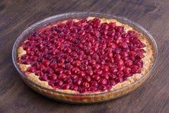 Hemlagad organisk körsbärsröd pajefterrätt som är klar att äta Cherry Tart royaltyfri bild