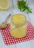 Hemlagad ostmassa för citron royaltyfri bild