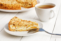 Hemlagad paj med ost och äpplen Royaltyfri Fotografi