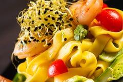Hemlagad pasta med räkor Royaltyfri Bild