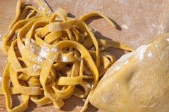 hemlagad pastatagliatelle royaltyfria foton