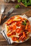 Hemlagad peperoni- och ostpizzapommes frites Fotografering för Bildbyråer