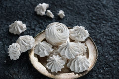 Hemlagad sefir för vanilj och för hallon, läckra rosa och vita marshmallower Royaltyfri Foto