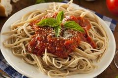 Hemlagad spagetti med Marinara sås royaltyfria bilder