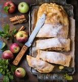 hemlagad strudel för äpple Royaltyfri Foto