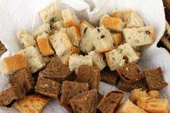 Hemlagad sund brödgluten frigör Färgrikt bröd som göras från sunda sädesslag sunt gluten-fritt bröd som är rooty bakgrundstextur arkivbilder
