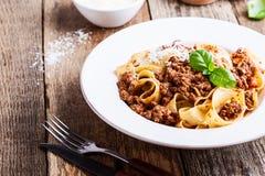 Hemlagad traditionell italiensk pastapappardelle bolognese Fotografering för Bildbyråer