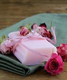 Hemlagad tvål med rosor Royaltyfria Foton