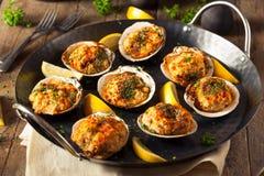 Hemlagade bakade musslor med citronen Royaltyfria Foton