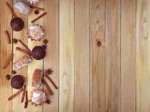 Hemlagade bakelser med kryddor komfort celebratory bakgrund Mat arkivfoto