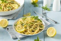 Hemlagade Basil Lemon Spaghetti Royaltyfri Foto