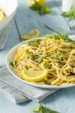 Hemlagade Basil Lemon Spaghetti Royaltyfria Bilder