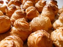 Hemlagade Bignè, pastachoux bakade hemma arkivfoton