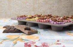Hemlagade chokladkakor på en bakplåt Royaltyfria Foton