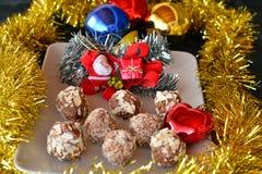 Hemlagade chokladtryfflar med den tokiga julefterrätten Royaltyfria Foton