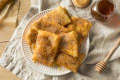 Hemlagade djupa Fried Mexican Sopapillas Royaltyfria Bilder
