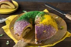 Hemlagade färgrika Mardi Gras King Cake Royaltyfria Bilder