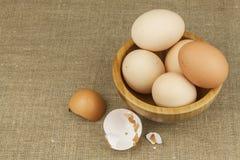 Hemlagade fega ägg Traditionell mat med protein Ägg på tabellen, matförberedelse Royaltyfri Bild