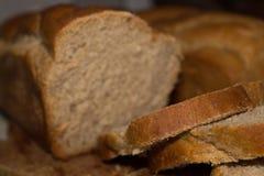 Hemlagade flätade brödskivor Arkivfoto