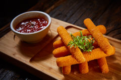 Hemlagade Fried Mozzarella Sticks Royaltyfria Foton