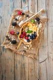 Hemlagade frukter och sädesslag för antioxidantsmoothiesommar Arkivfoto