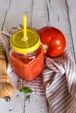 Hemlagade frukter och sädesslag för antioxidantsmoothiesommar Royaltyfri Bild