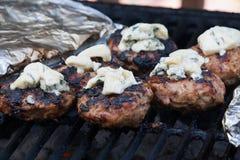 Hemlagade hamburgare på BBQEN Royaltyfria Foton