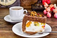 Hemlagade kakor: Curd Jelly Cake på plattan Royaltyfria Bilder