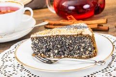 Hemlagade kakor: Poppy Filling Cake på plattan Arkivfoton