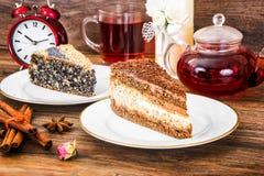 Hemlagade kakor: Poppy Filling Cake på plattan Royaltyfria Bilder