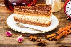 Hemlagade kakor: Poppy Filling Cake på plattan Royaltyfri Foto