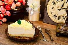 Hemlagade kakor: Vana Tallin Cake på plattan Royaltyfria Foton