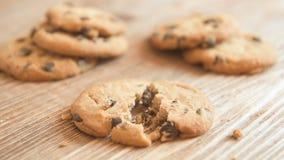 Hemlagade läckra kakor med choklad och muttrar lager videofilmer