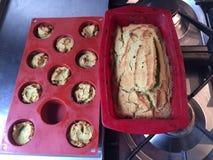 Hemlagade muffin för kortkort för paleoavokadobröd Royaltyfri Fotografi