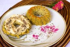 Hemlagade muffin med kräm- chesse royaltyfria foton