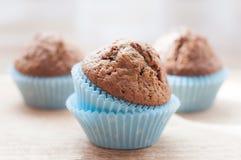 Hemlagade muffin på köksbordet Royaltyfria Bilder