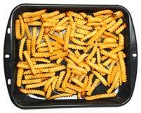 Hemlagade Oven Baked Crinkle Fries i panna Royaltyfri Bild