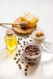 Hemlagade skönhetsmedel som baseras på honung och coffe Royaltyfria Foton