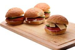 Hemlagade smörgåsar på skärbrädan Royaltyfria Bilder