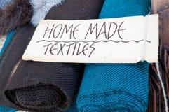 Hemlagade textiler Arkivfoton