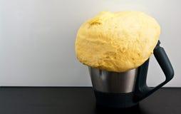 Hemlagat bröd från kökroboten Royaltyfri Fotografi