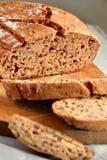 Hemlagat bröd med linfrö Arkivfoto