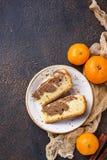 Hemlagat marmorera kakan med choklad och apelsinen fotografering för bildbyråer