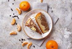 Hemlagat marmorera kakan med choklad och apelsinen arkivfoto