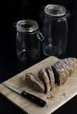 Hemlagat skivat bröd Arkivbild