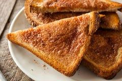 Hemlagat socker och kanelbrunt rostat bröd Royaltyfri Bild